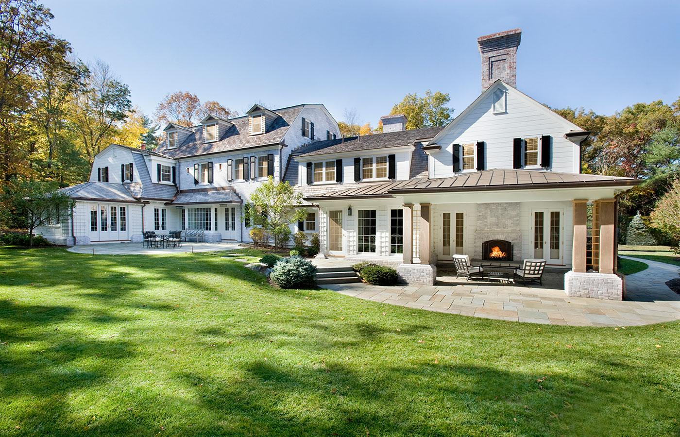 traditional whitewash brice Georgian exterior home in Weston, Massachusetts