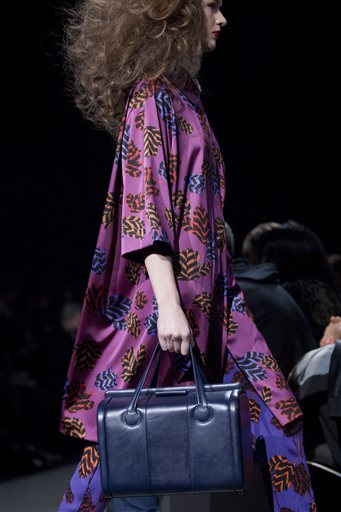 Orchid color of the year in fashion