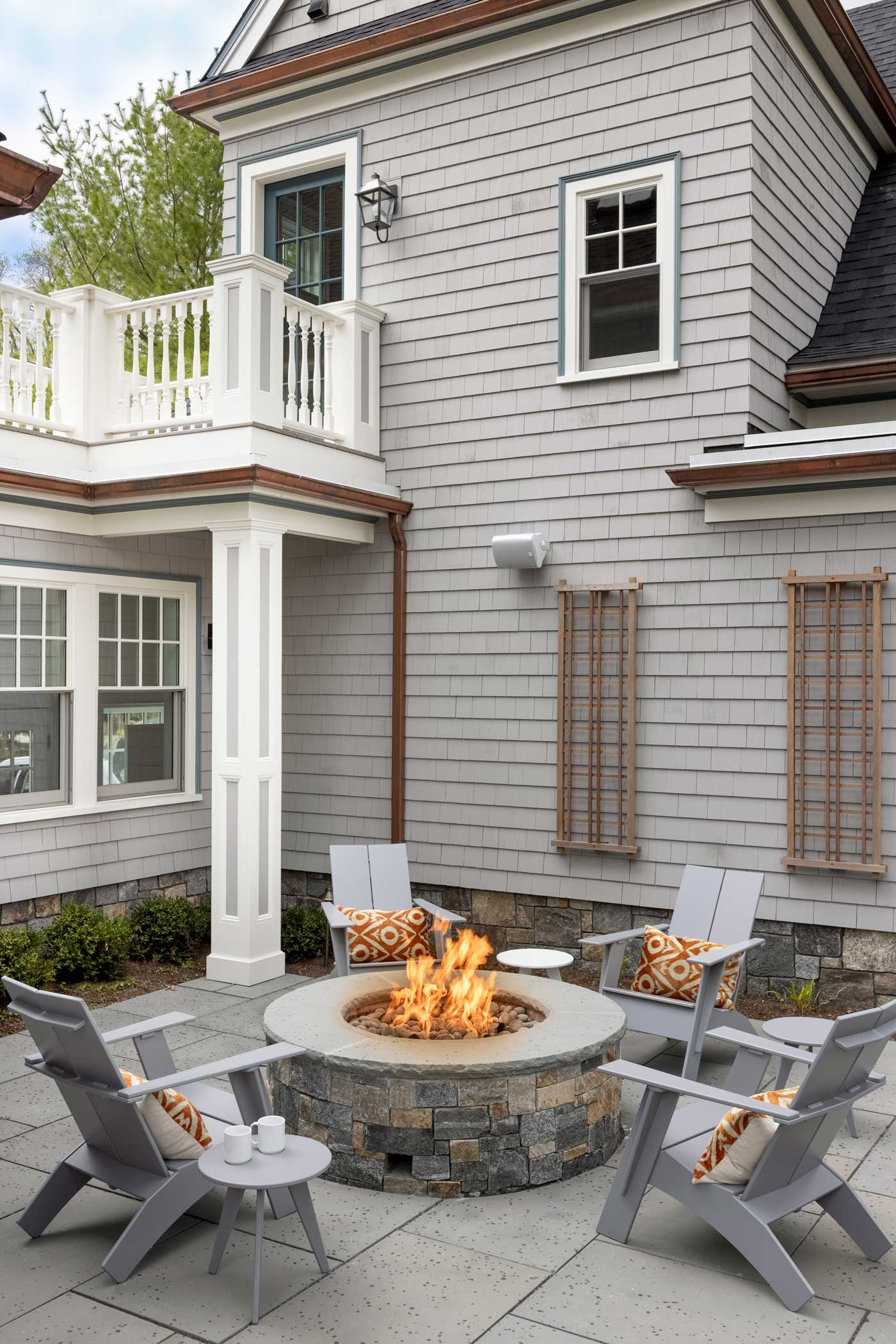 Outdoor firepit with