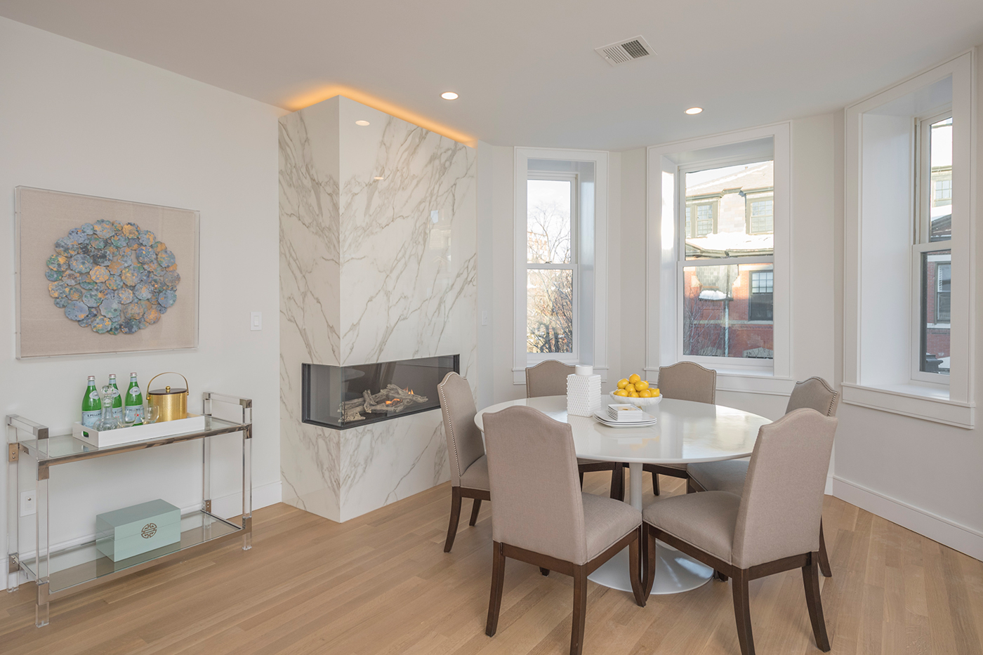Fireplace surround with Neolith
