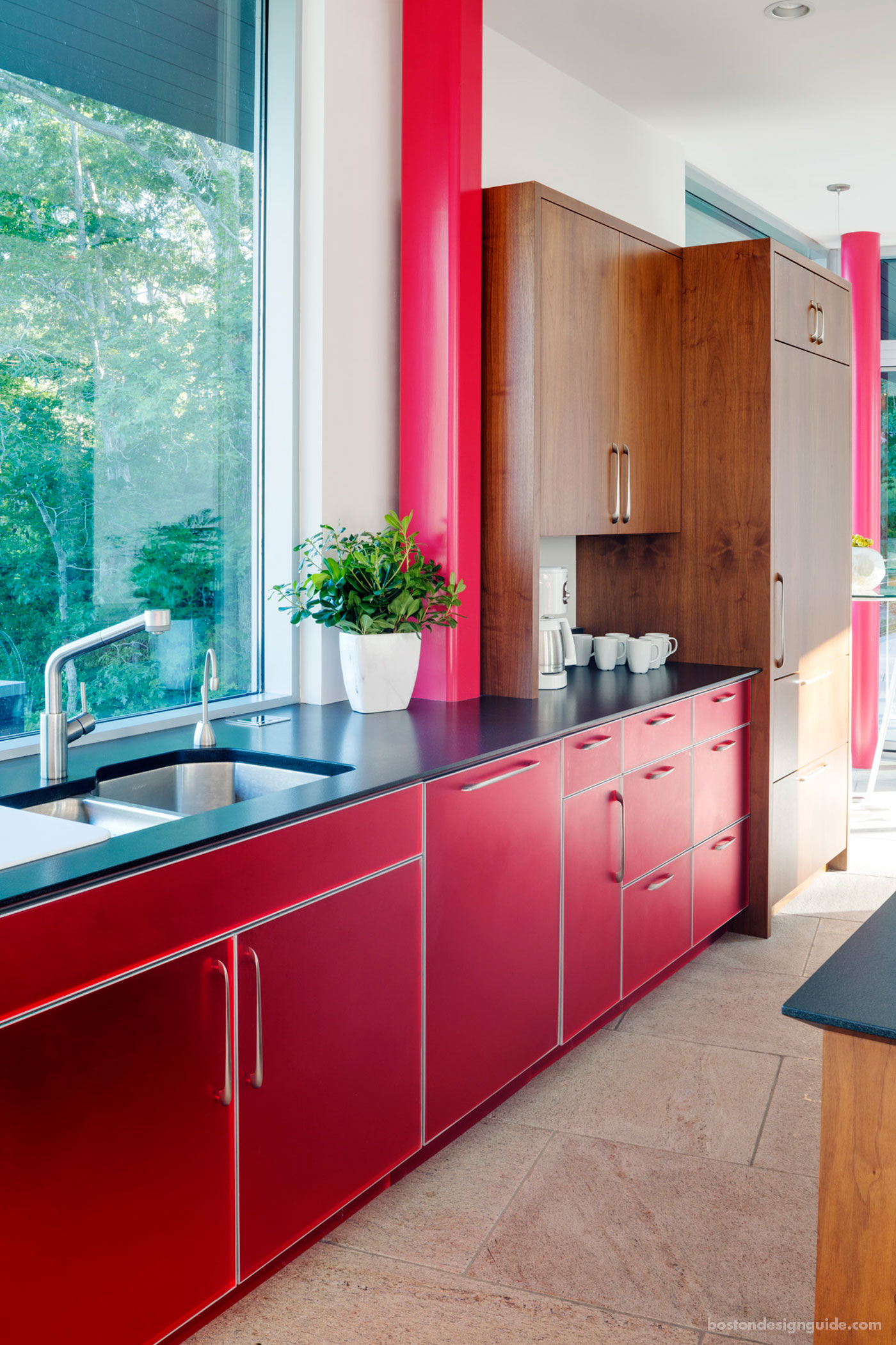 Modern red kitchen by LDa Architecture & Interiors