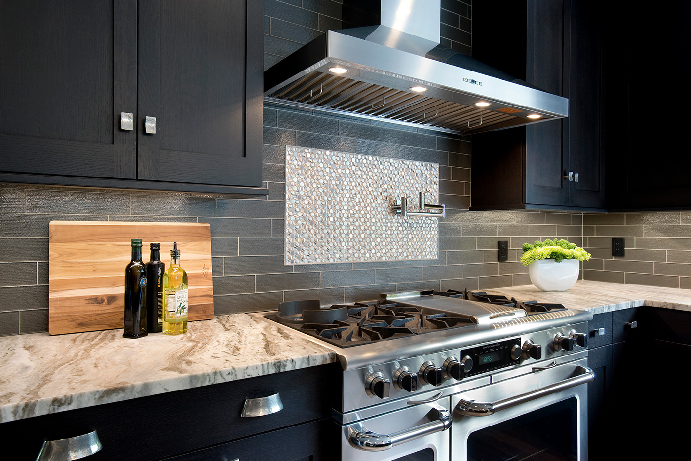Penny rounds Stainless Steel range accent by Roomscapes Cabinetry and Design Center