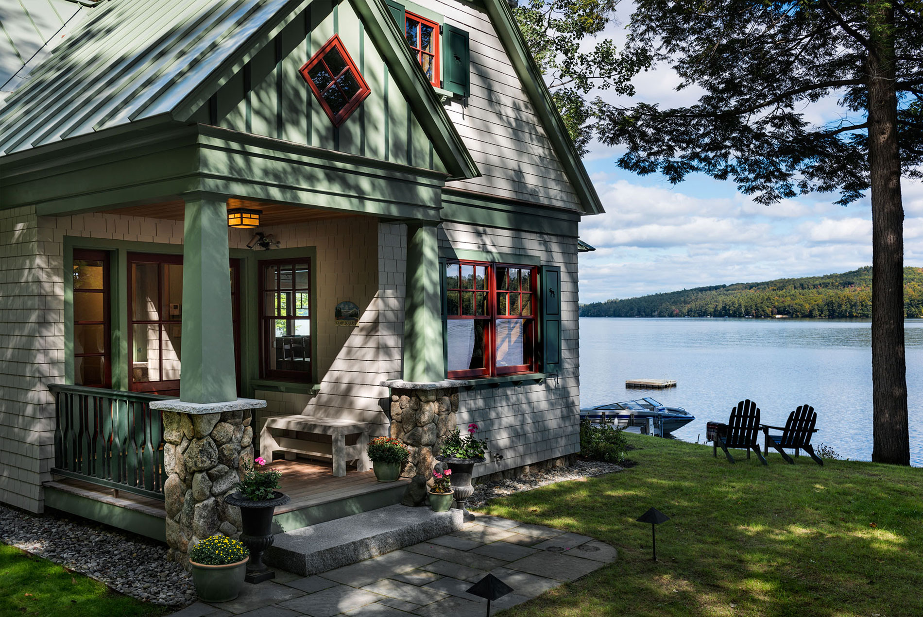lakeside cottage in Maine