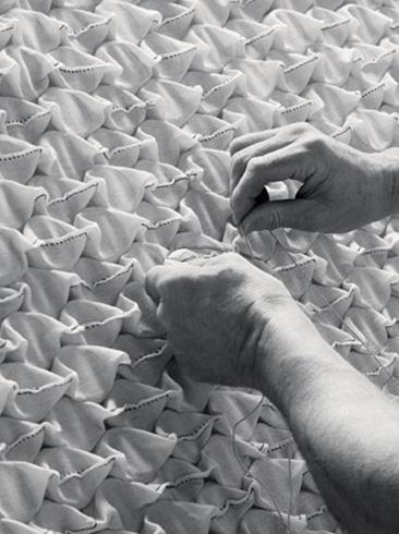 The Organic Mattress   Vi-Spring Hand Nesting