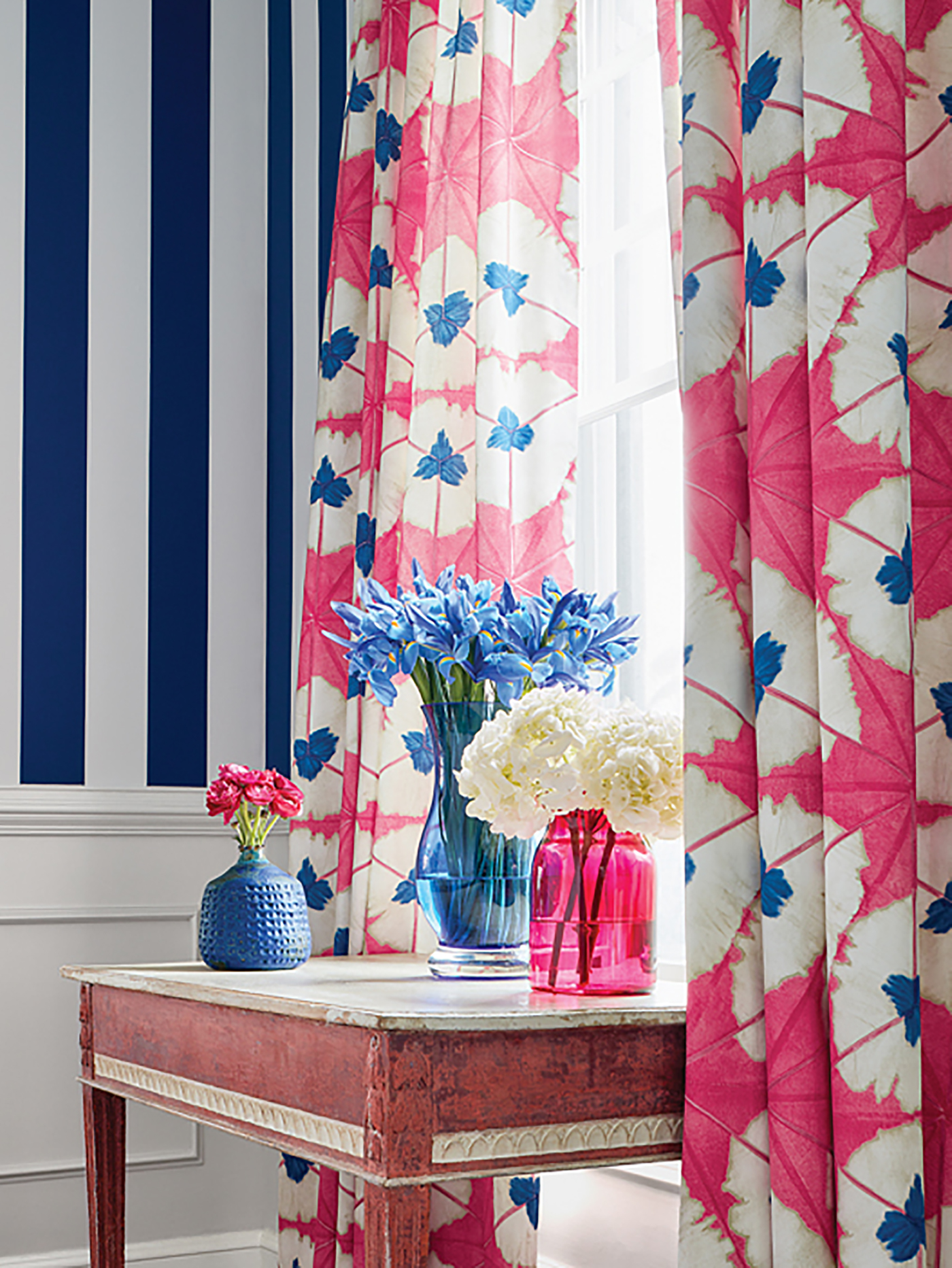High-end striped wallpaper