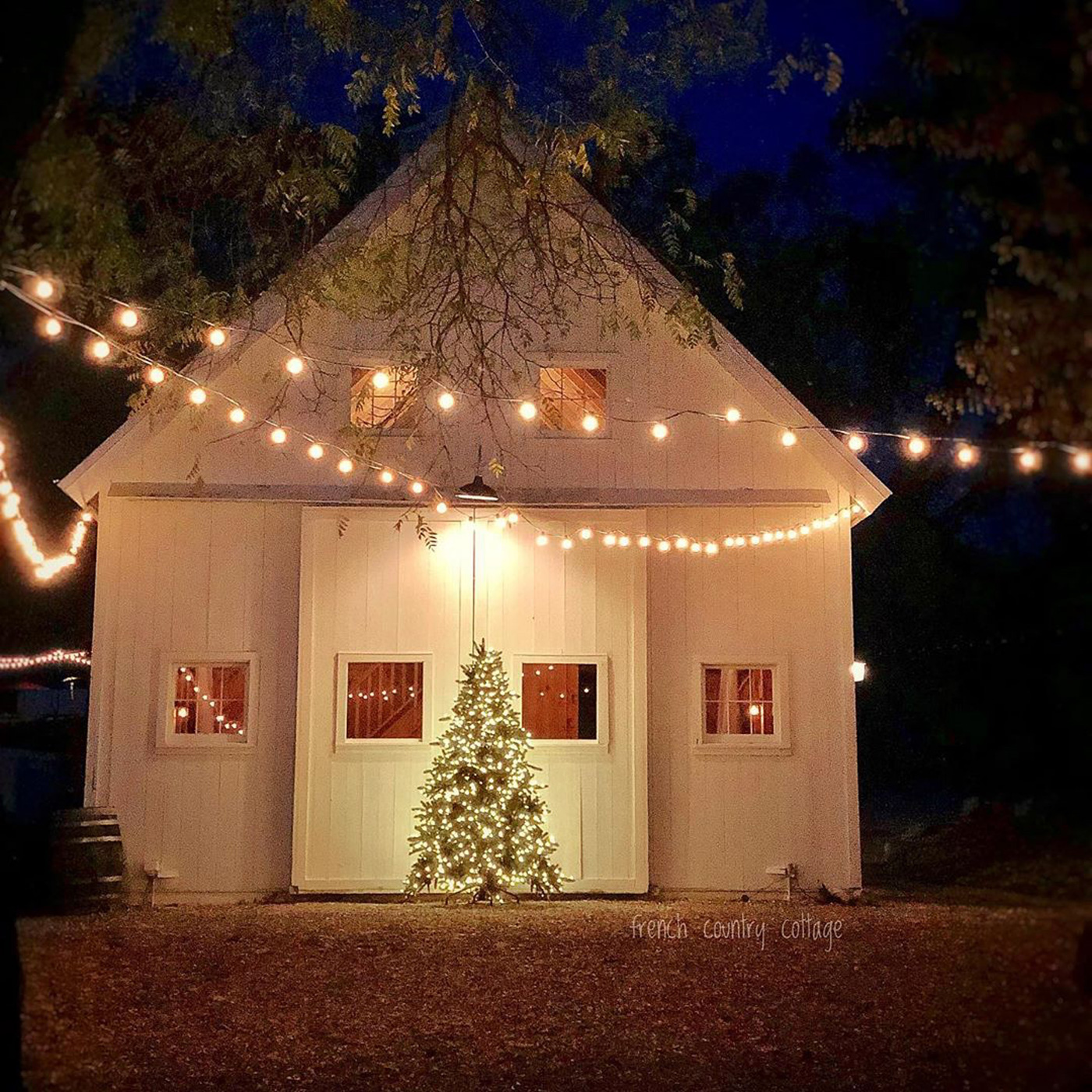 Holiday decorations on a Yankee Barn Home