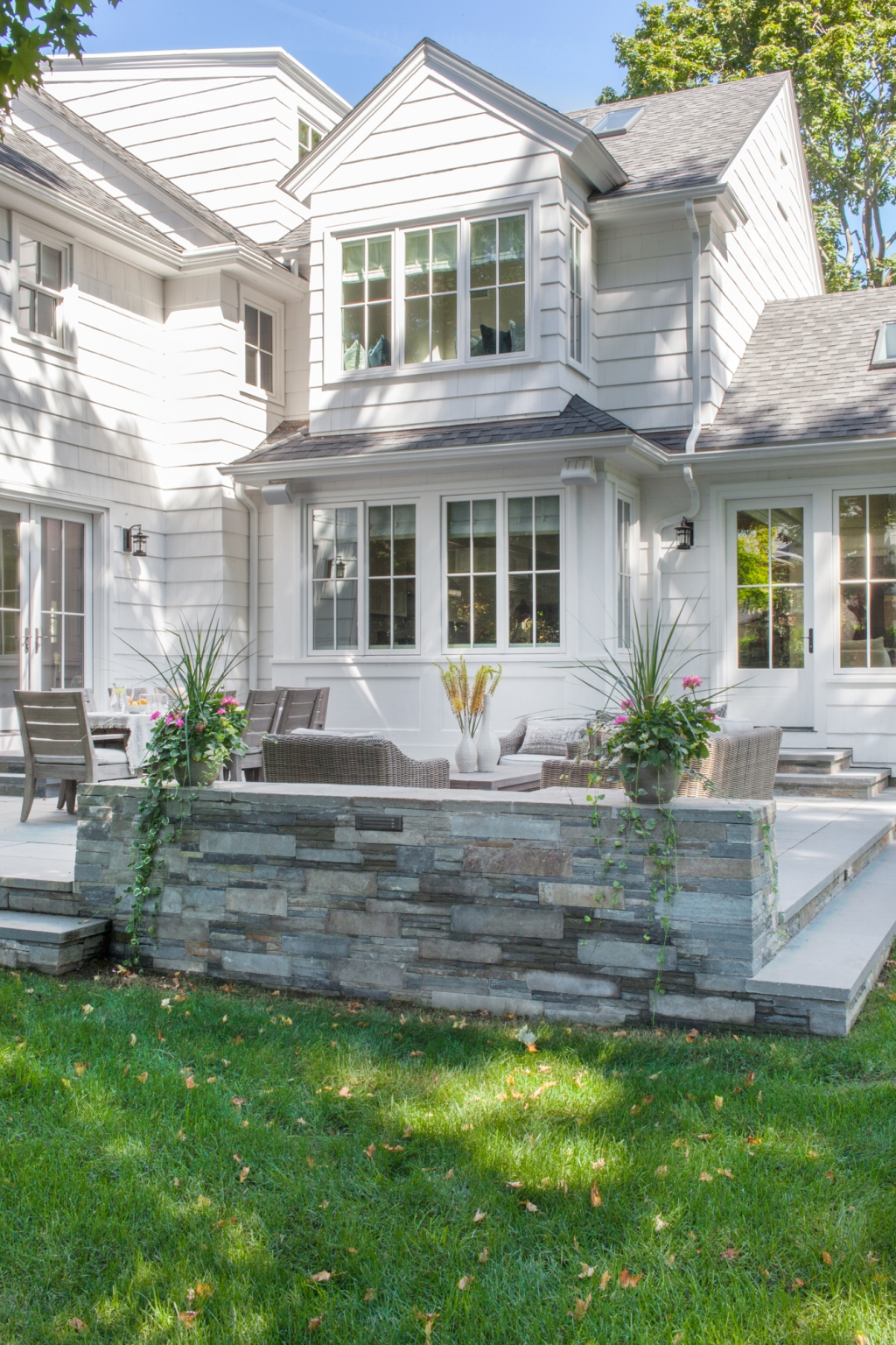 100 new homes charles hilton architects sauganash glen for Outdoor furniture york pa