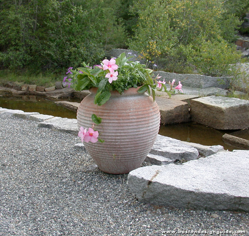 Luna Urn, handcrafted in concrete and steel, by Lunaform