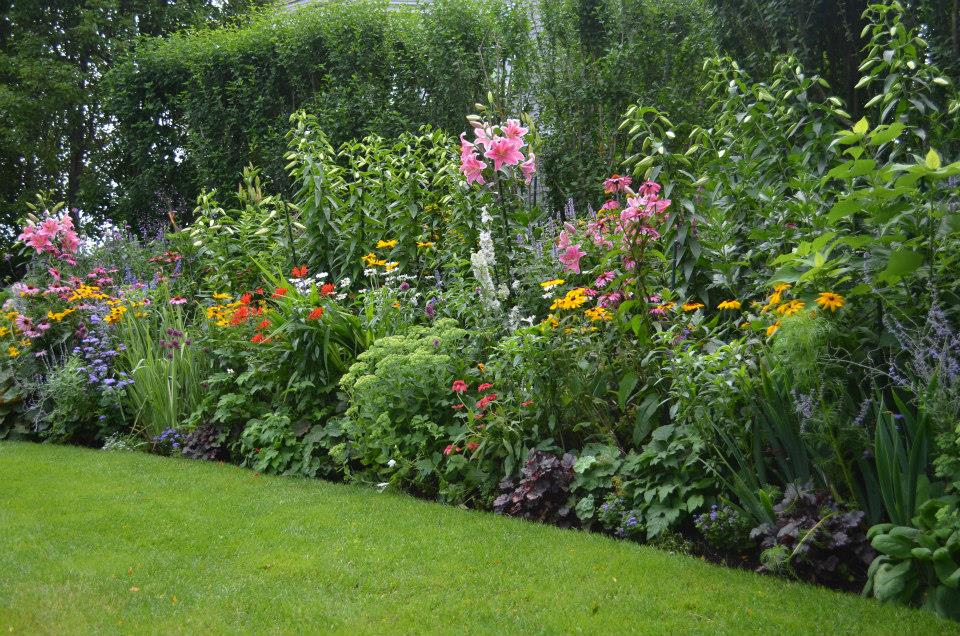 summer walking garden tours