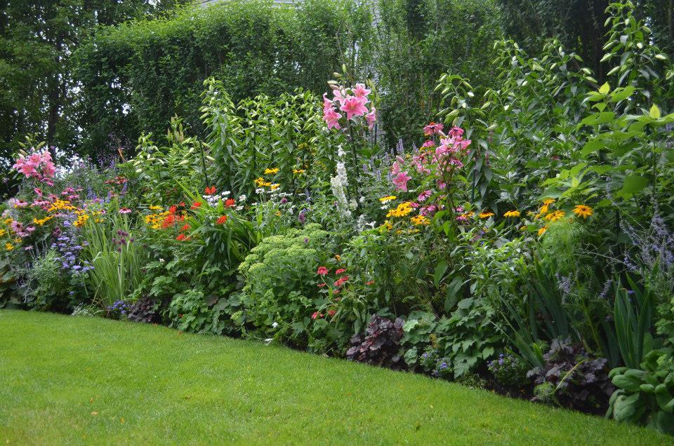 summer walking garden tours