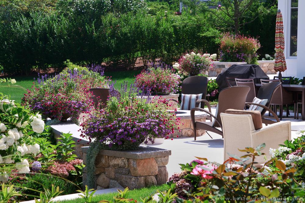 Landscaping companies interesting tips for flyer design for Affordable garden services