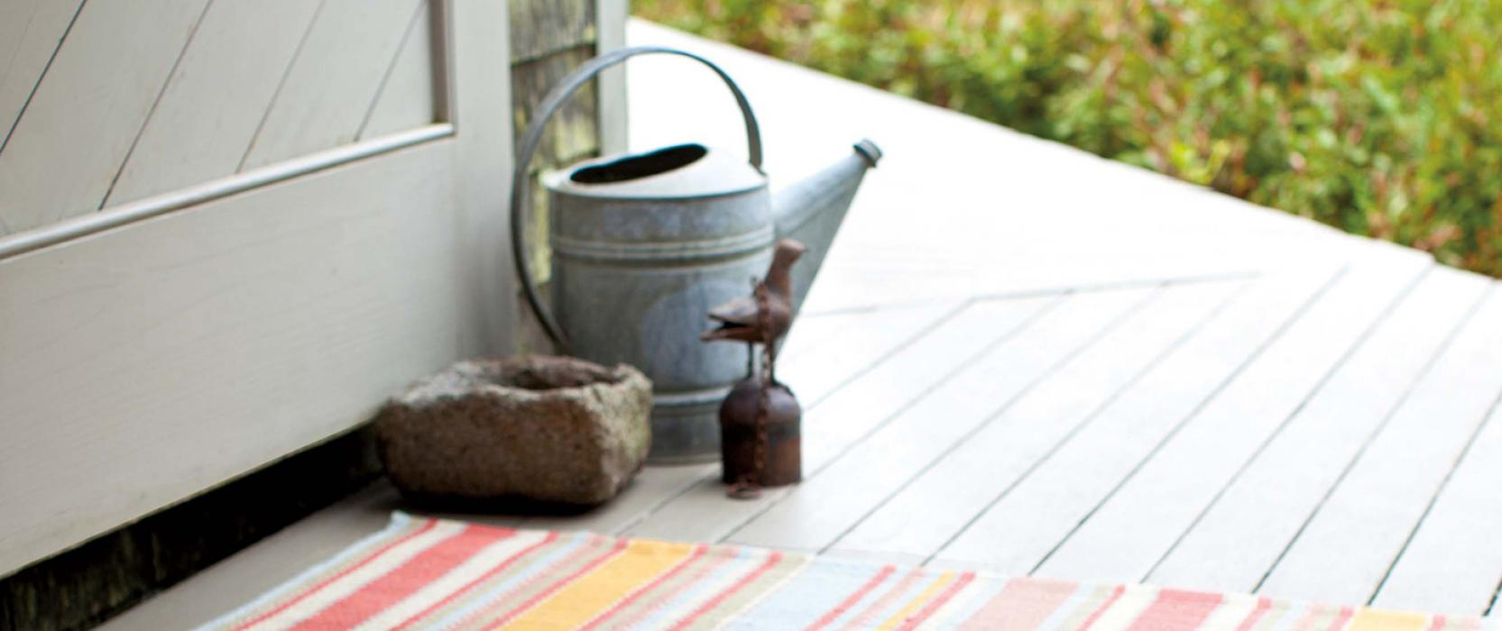 Decorating tip for your deck: indoor-outdoor rug