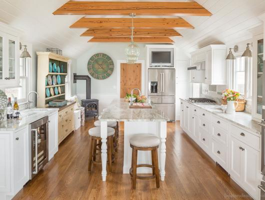 Cape Cod Cottage-Style Kitchen Makeover