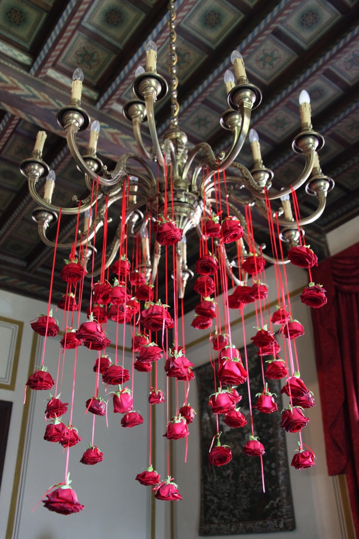 How to set a valentine 39 s day table boston design guide for Chandelier table decorations