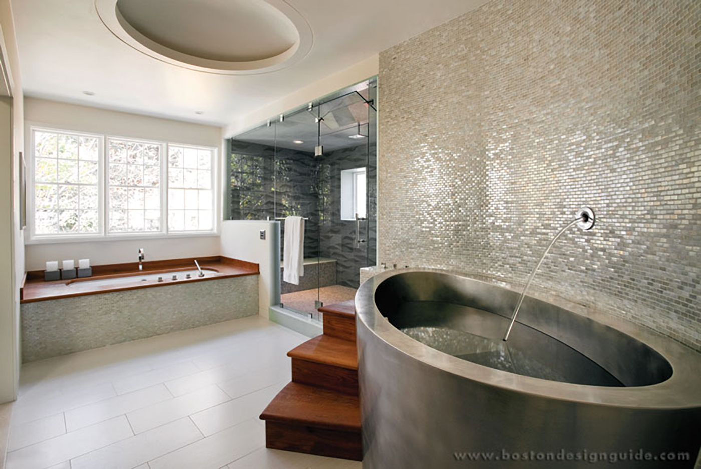 High-end soaking tub
