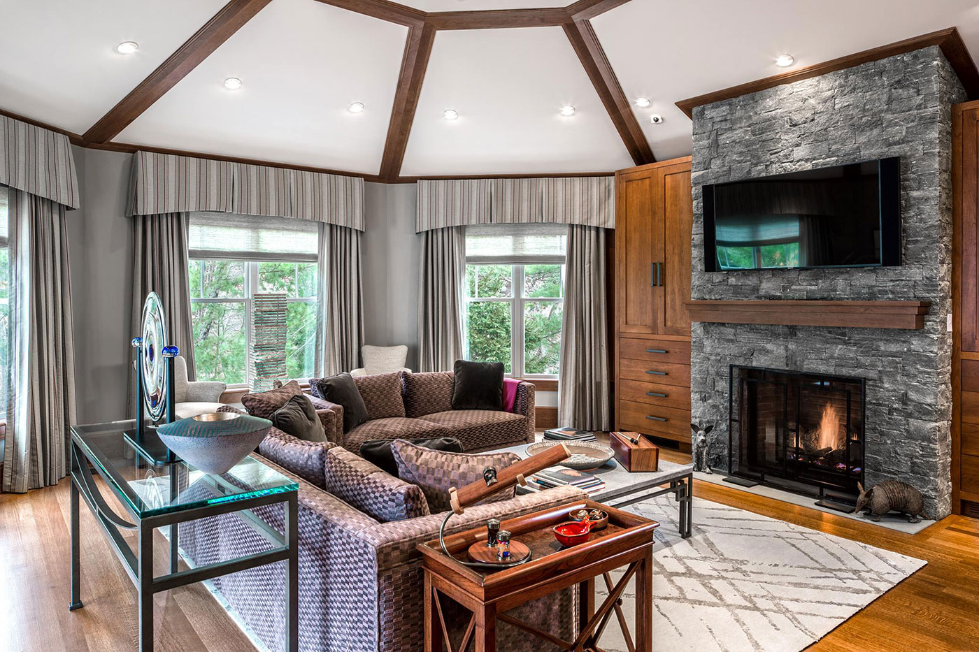 Cozy Spaces by Fallon Custom Homes and Renovations